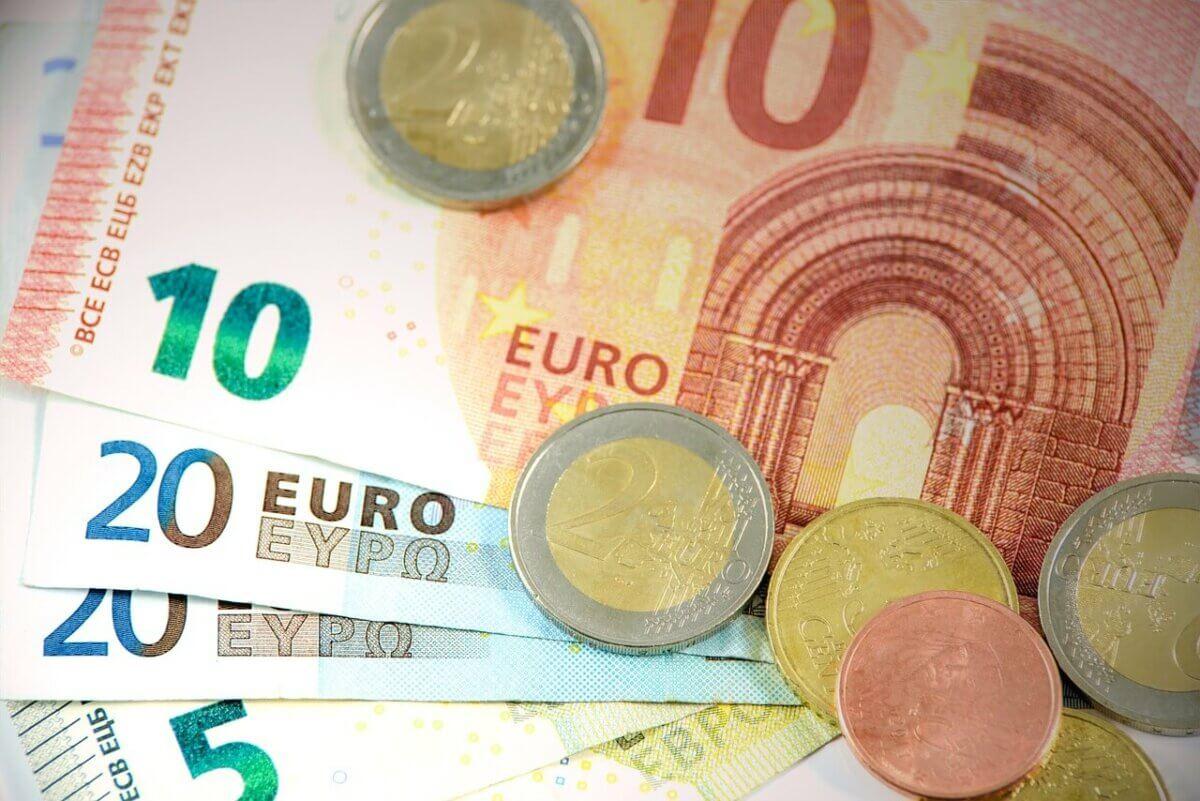 Anspruch auf Schadenspauschale bei verspäteter Lohnzahlung