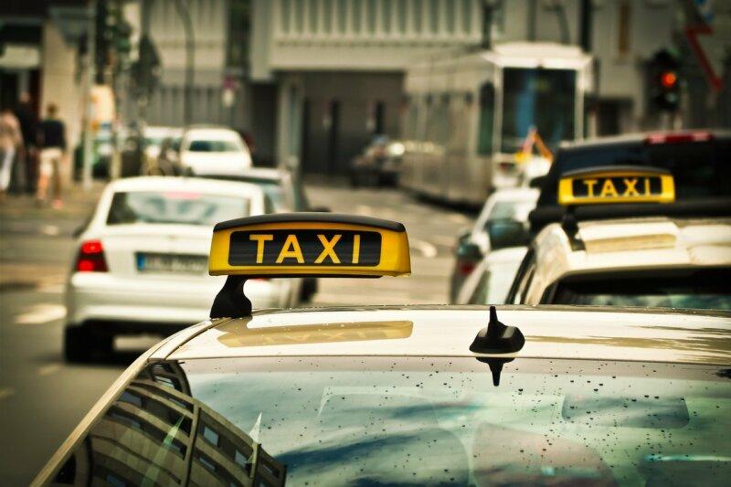 Gilt ein Taxi gilt als öffentliches Verkehrsmittel?