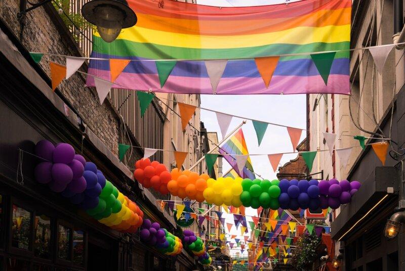 Gleichgeschlechtliche Ehe: Jetzt Änderungsanträge für Steuerbescheide stellen!
