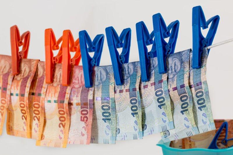 Geldwäsche: Nachweispflicht bei Bareinzahlungen ab 10.000 Euro